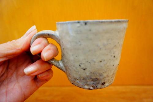 黄粉引きマグカップ【八田亨】