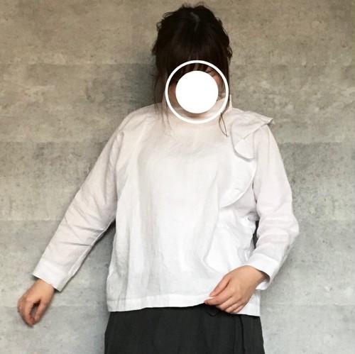 片サイドフリルブラウス・WH/LILI-ANE