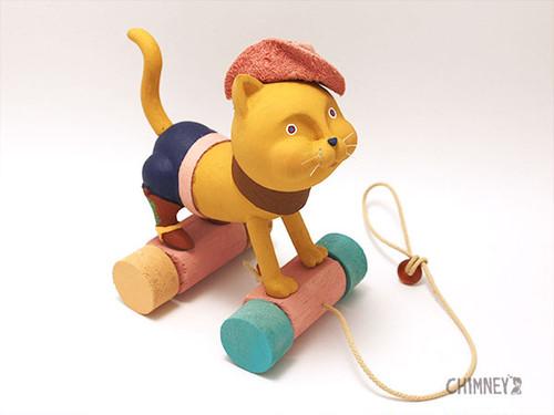 走るネコのおもちゃ[camel]