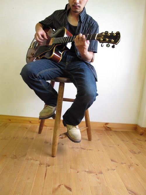 ギター演奏用の椅子