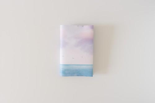エメラルドブルー色の海と空の、文庫本サイズのブックカバー