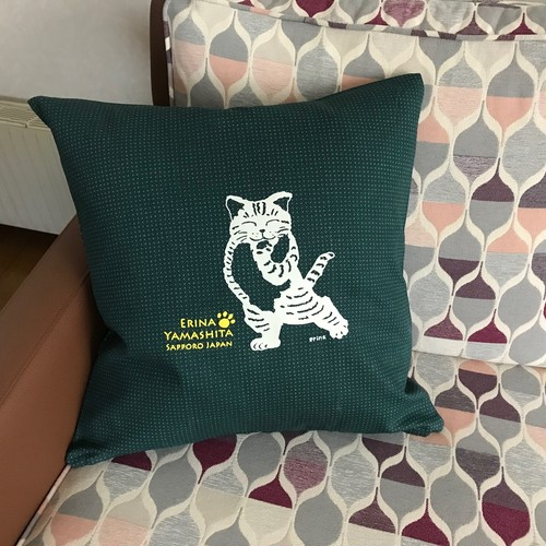 猫の絵クッションカバー グリーン