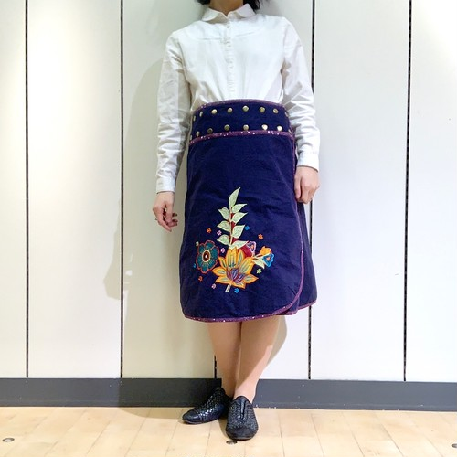 emcn-004 刺繍スナップスカート 紺・紫