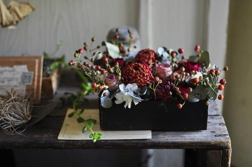 赤い実と赤いダリア*ドライアレンジメント