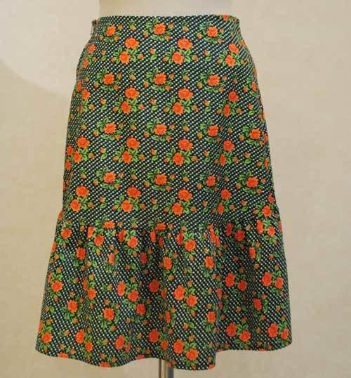 XS~Mサイズ【アメリカ製古着】1960年代ヴィンテージ◆グリーンにドットとオレンジの小花◆ミドル丈スカート