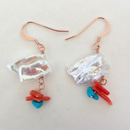 琵琶パールと珊瑚とトルコ石のピンクゴールドピアス