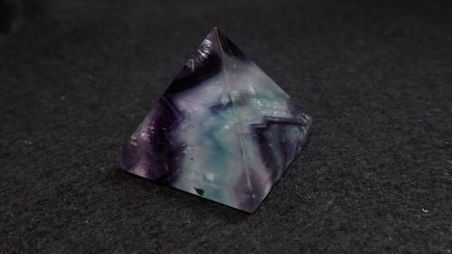 置石 フローライト ピラミッド