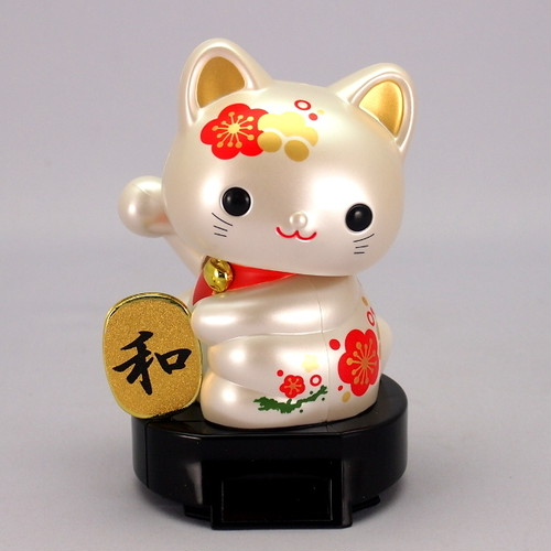 ソーラー赤ちゃん招き猫 (日本の伝統文様シリーズ ‐ 紅白梅)
