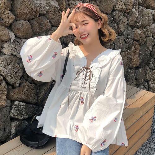【送料無料】 フラワー刺繍がかわいい♡ Vネック フリルシャツ ボリューム袖 レースアップ