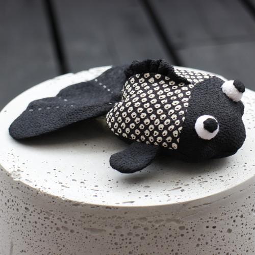 金魚 / 黒