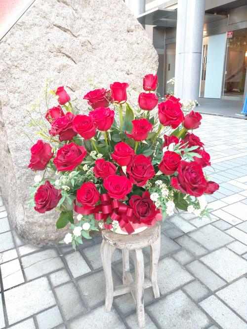赤バラ30本のアレンジメント