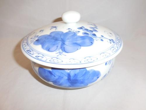 染付蓋物 Blue & white porcelain bowl and cover(Ichiyosi signature)