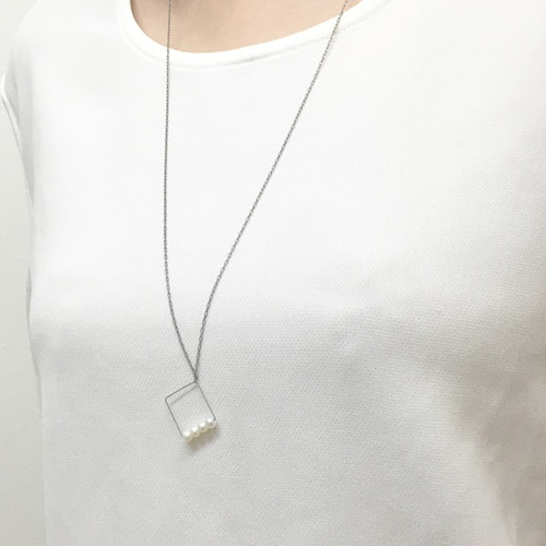 ヴァイオリン、ヴィオラ弦を使ったスクエアペンダントViolin,viola strings square necklace with pearls