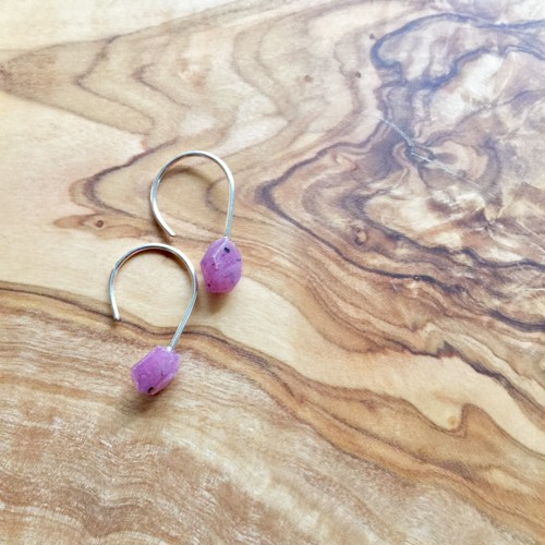 BIRTHdayStone Hook -7 Ruby-