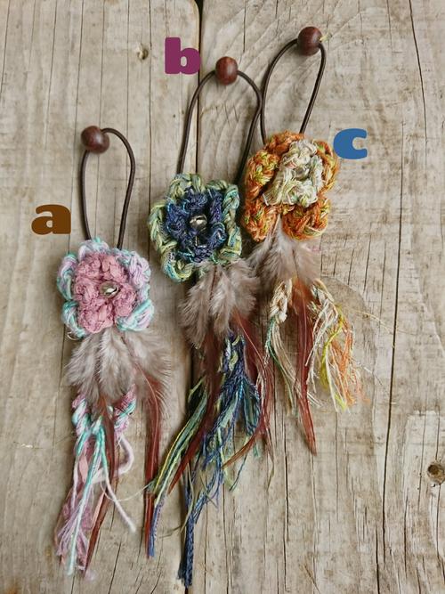 お花と鈴と羽のヘアゴム