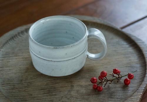 広口の白釉コーヒーカップ