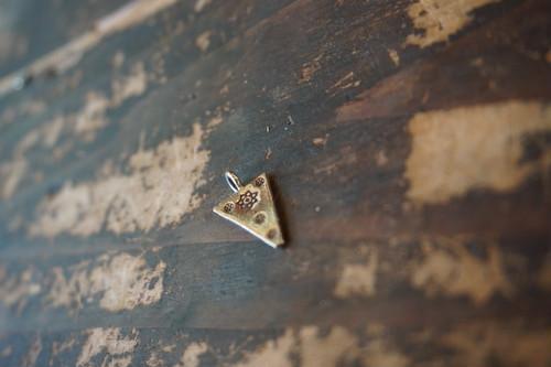 (三角型)カレンシルバーペンダントトップ
