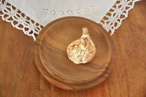 イチジクの陶器ブローチ