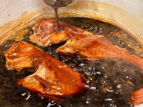 旅館かわな名物「きんめ鯛の煮付け」(中金目鯛:500g~600g(2~3人前))