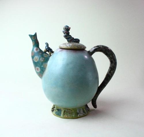 花と亀と虫のティーポット / 陶芸家 / 青磁 / ポット/急須/art ceramic