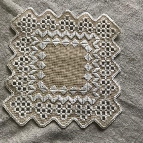 スウェーデン刺繍の布
