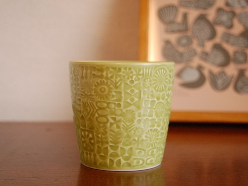 BIRDS'WORDS PATTERNED CUP [citron green]