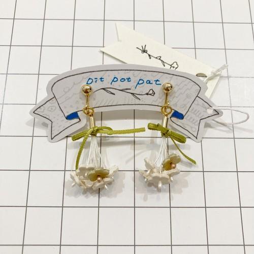 【pitpotpat】bouquetイヤリング(白)/パーツ交換可能