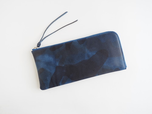 <送無>イタリアン迷彩レザー◆薄くて軽くて大容量な長財布◆24枚カードポケット◆ブルー【Squeeze スクイーズ】