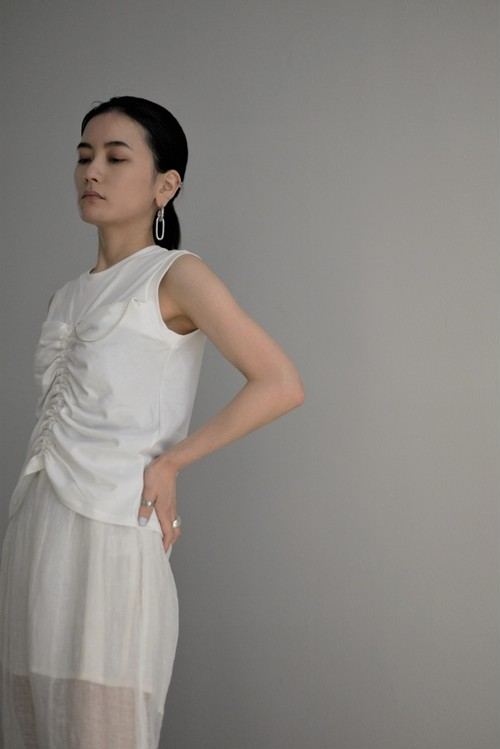 YOHEI OHNO / front shirring sleeveless top (white)