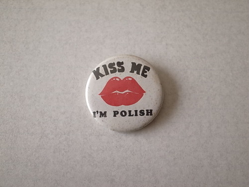 BADGE / KISS ME