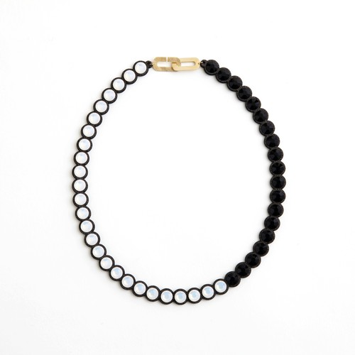 talkative Banquet/BanquetBijou necklace White opal×Jet black short