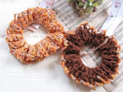 手編みシュシュ*オレンジ・ブラウン/sakura
