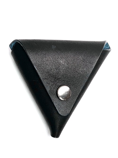 triangle coin case《début》