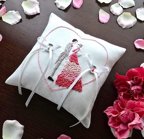Bride&Groomの手刺繍を施したリングピロー