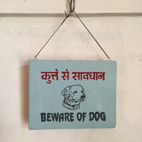 番犬注意 〈BEWARE OF DOG〉india