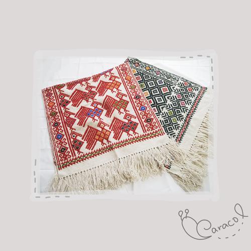 ララインサール村の手織りのウールラグ