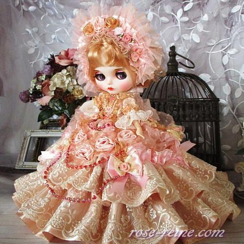 ベルサイユの薔薇 可憐な甘さのコーラルピンクが誘う優美なフリルドレス 豪華4P
