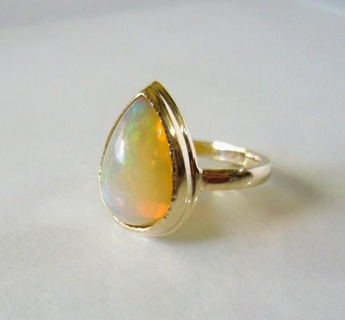 エチオピアンオパールのK14の指輪(ペアシェイプ)