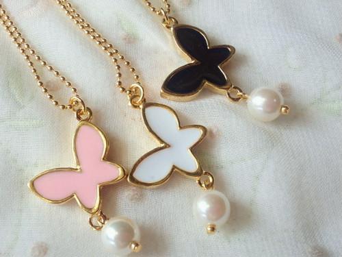 エポ蝶とパールビーズのドール用ネックレス
