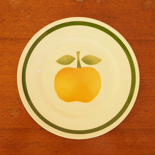黄色いリンゴのデザート皿