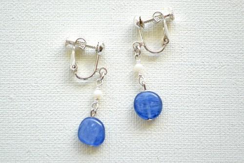 限りなく深いブルー カイヤナイトのイヤリング