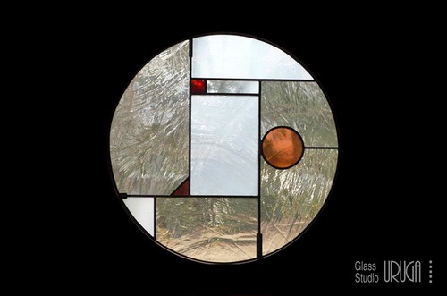 丸いレトロなデザインのステンドグラス