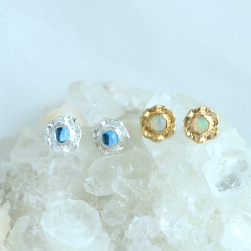 Pierce / Frill Gem ( Blue or White )