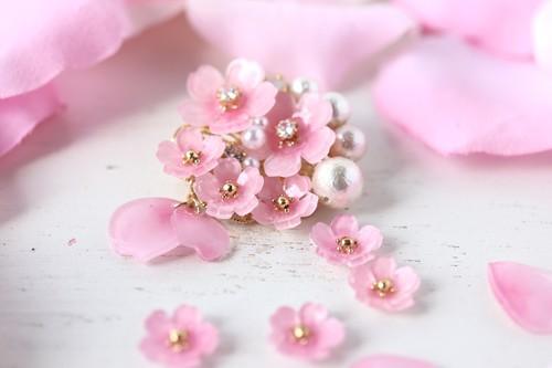 桜とコットンパールのブローチ