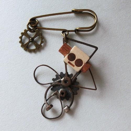 【ミツバチ】a    真鍮 木 ブローチ #1311