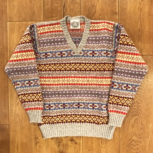Jamieson's 「fairisle V-neck knit」