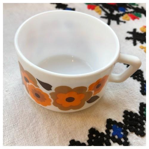 カップ アルコパル ミルクガラス オレンジ レトロフラワー ヴィンテージ食器
