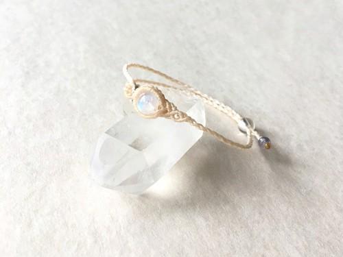 ホワイトラブラドライト macramé bracelet