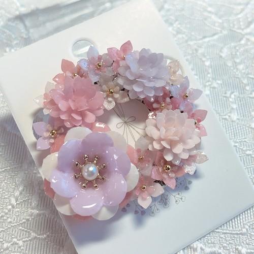 卒業式・入学式・母の日・誕生日・マフラーに 軽くて華やかなフラワーリースブローチ【ピンク系】