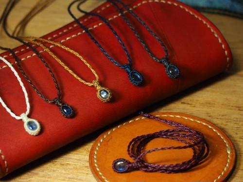 淡いブルーが美しい、カイヤナイトの小粒マクラメ編みネックレス